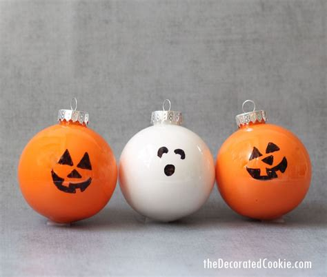 easy Halloween ornaments -- fun Halloween decorations and